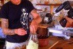 Türkei-Detepede-Bob ist Koch und präsentiert die Herstellung von Sauerkraut -für das Türkische TV © aeroh