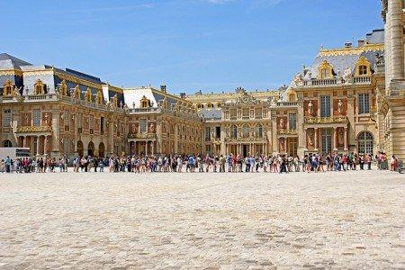 Mamaaa, wie lange dauert es noch? © France-000311 - Palace of Versailles - second lineup... von Dennis Jarvis unter CC BY-SA 2.0