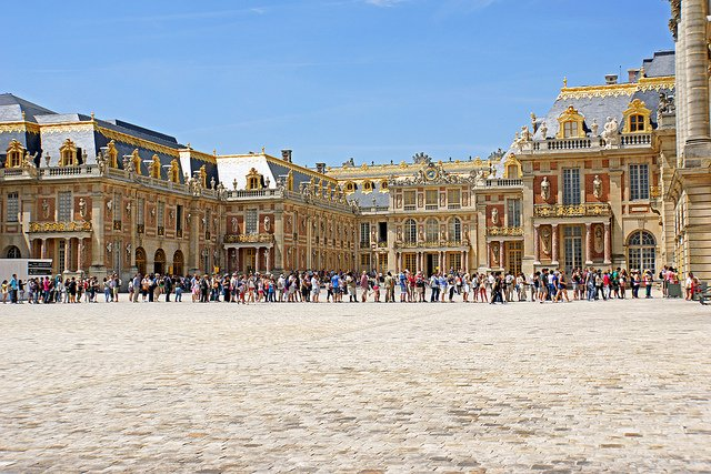 Mamaaa, wie lange dauert es noch? © France-000311 - Palace of Versailles - second lineup... von Dennis Jarvis unter CC BY-SA 2.0