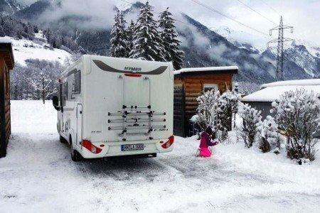 Ein winterfestes Wohnmobil ist ein kuscheliges Familienquartier © outdoorkid.de