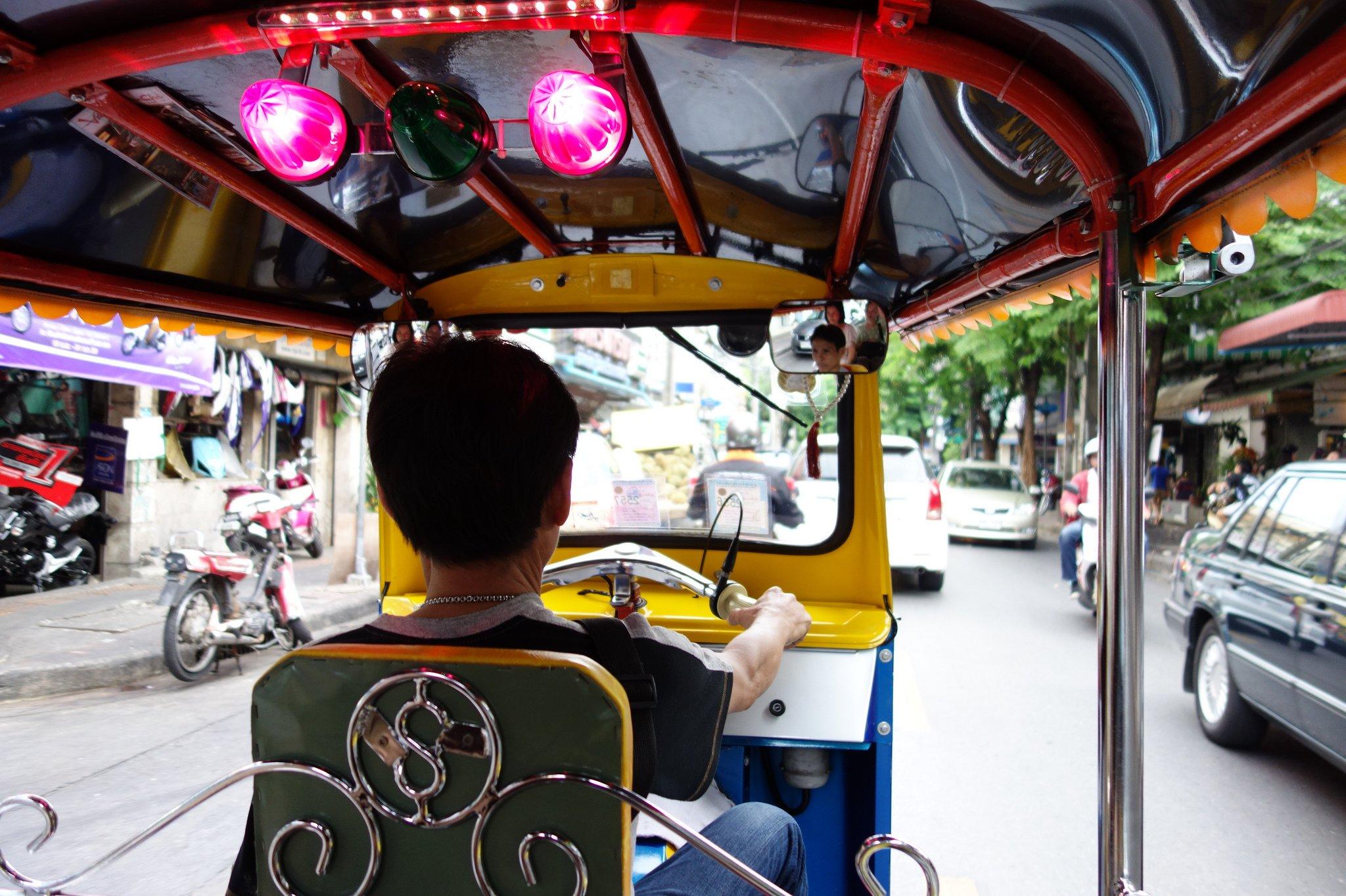 Spannend, so eine Tuktuk-Fahrt! © Go to Hospital von  m-louis .® unter CC BY-SA 2.0