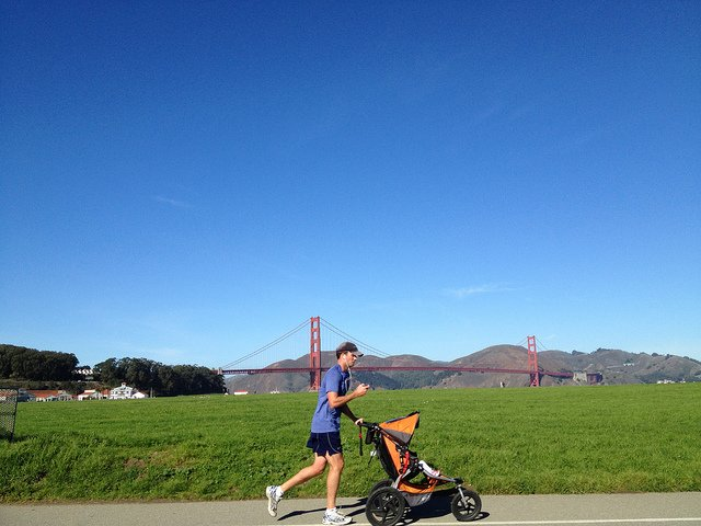 Fitte Eltern sausen mit dem Jogger herum © Jogger and the Golden Gate Bridge von 305 Seahill unter CC BY-ND 2.0