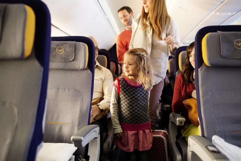 Zum Fliegen mit Kindern gibt es tausend Fragen © Dominik Mentzos/Lufthansa