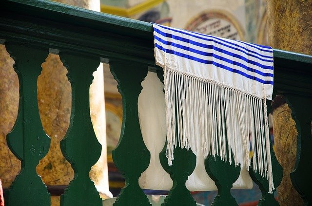 Ein jüdischer Gebetsschal in einer Synagoge © Pixabay