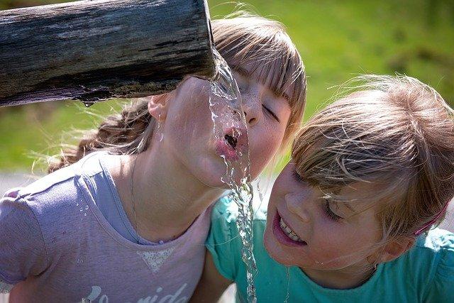 Wasser ja, aber nicht unbedingt so © Pixabay