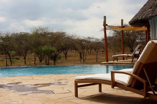 Ein Pool ist Pflicht bei Safari mit Kindern © Pixabay