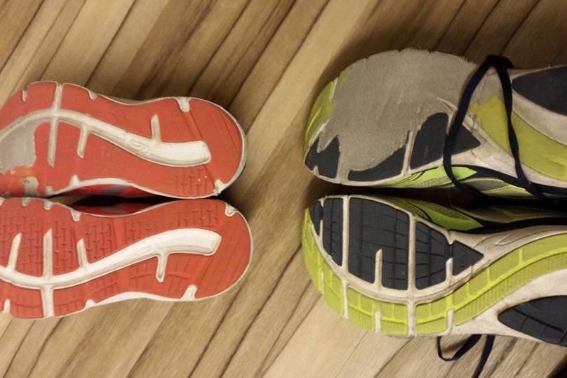 Der Bremsfuß ist beim Longboarden enorm wichtig - wie man am Schuh sieht © Benjamin Paland