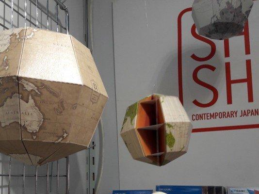 Pappglobus zum Zusammenstecken von Shu Shu © Weltwunderer