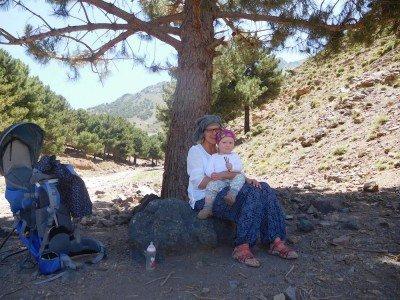 Durch Marokkos Berge geht's am besten mit Kraxe © Sabrina Müller-Krohe