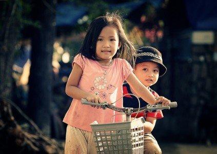Mit den anderen Kindern spielen? Aber klar doch © Pixabay