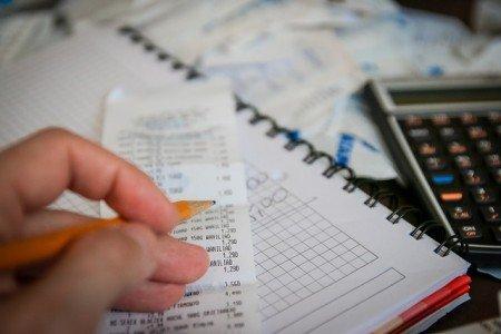Nehmt eure Ausgaben genau unter die Lupe © Pixabay