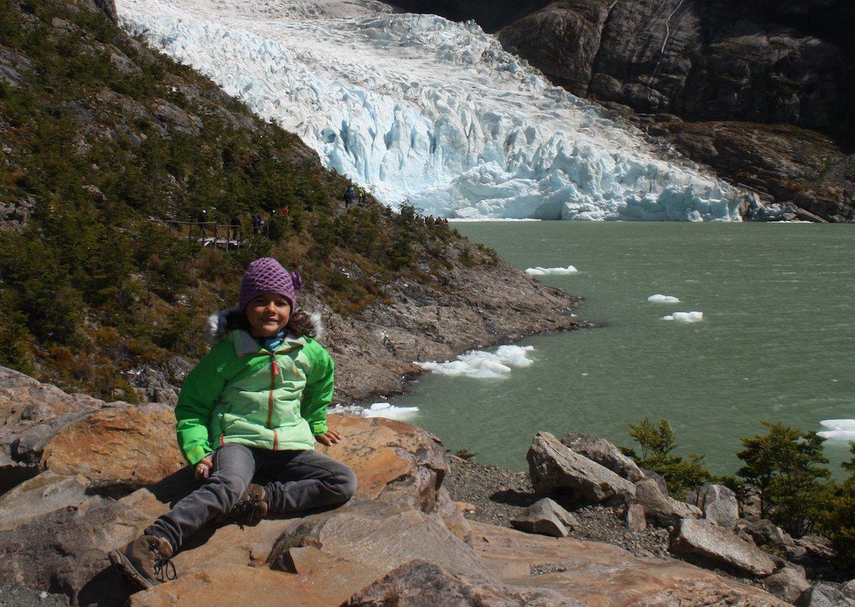 Miriam staunt über Gletscher und Eisberge in Patagonien © Eva Wieners