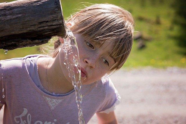Trinkwasser ist im Urlaub leider selten so frisch und sauber © Pixabay
