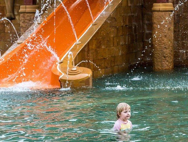 Pool-Spaß oder Wasserverschwendung? © Pixabay
