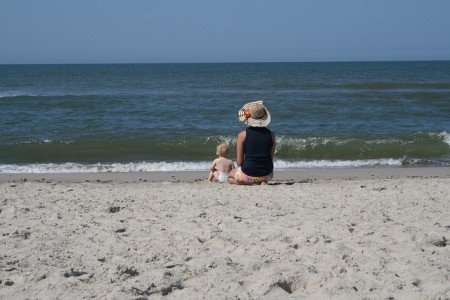 Meer und Sand, das reicht schon im ersten Urlaub mit Baby © Pixabay