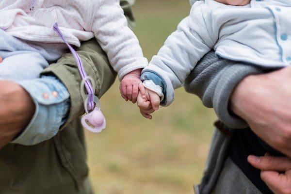 Tipps und Tricks, die Reisen mit Zwillingen einfacher machen