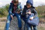 Wanderpause auf Hiddensee (Tour 27 aus dem neuen Buch »Ostseeküste Mecklenburg-Vorpommern mit Kindern«). Foto: Lena Marie Hahn © Naturzeit Verlag