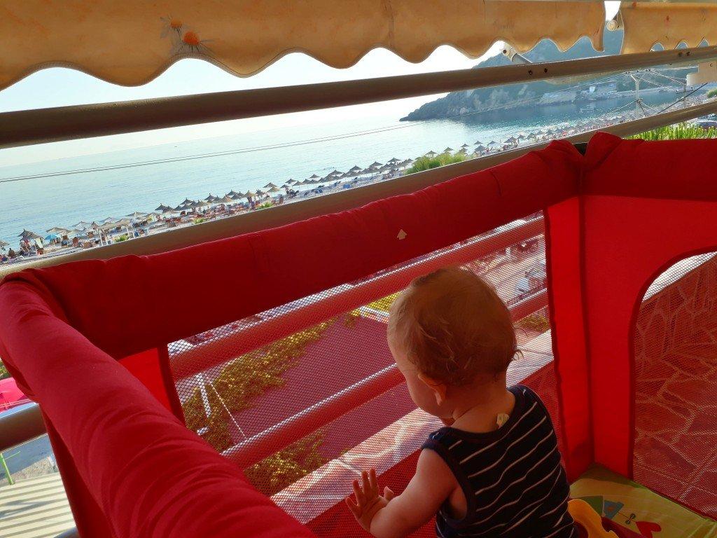 Blick auf den Livadhi Beach © gadjii