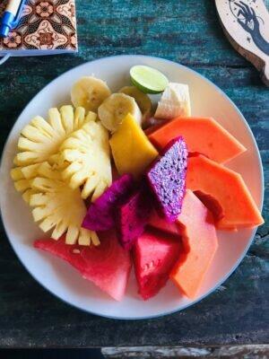 Obstteller auf Bali